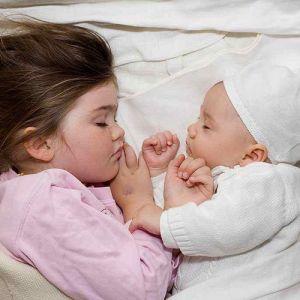 ویژگی های مناسب لباس خواب کودک کدام اند