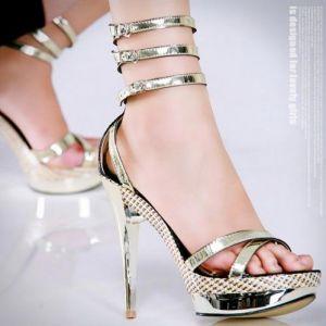 چگونه یک کفش پاشنه بلند راحت بخریم؟