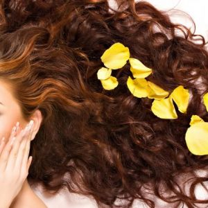 اشتباهات رایج در مراقبت از مو که نادانسته انجام میدهید