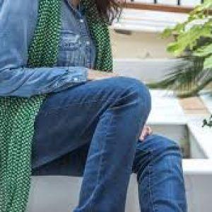 راهنما خرید شلوار جین برای خانم های میانسال و مسن