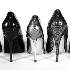 ۴ قانون خرید کفش پاشنه دار زنانه