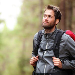 کدام مدل لباس اسپرت مردانه برای کوهنوردی مناسب است؟