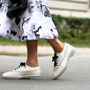 روش های ست کردن کفش سفید زنانه با استایل های گوناگون
