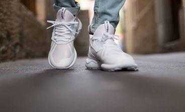 استفاده از کفش کتانی سفید در استایل مردانه