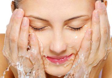 روش درست شستن صورت با صابون